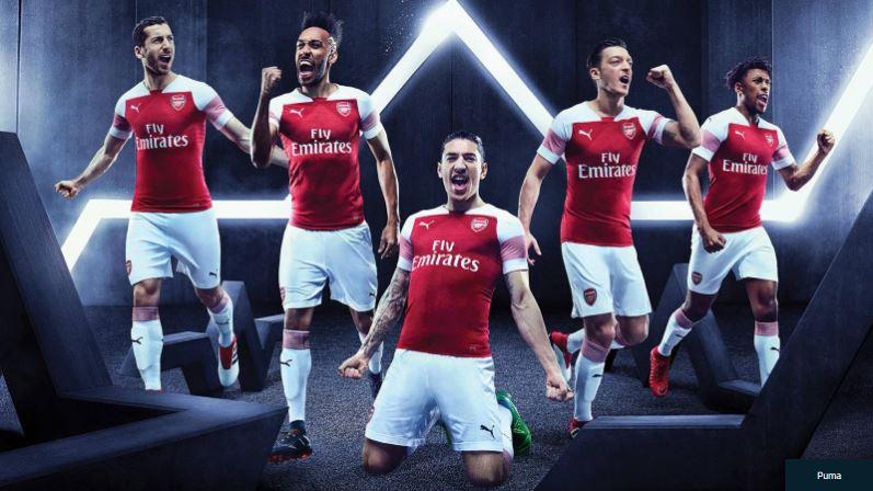 Maillot THIRD Arsenal Konstantinos Mavropanos